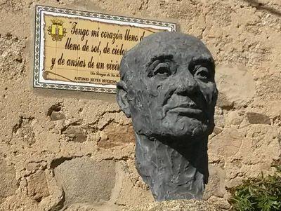 Antonio-Reyes-Huertas-monumento